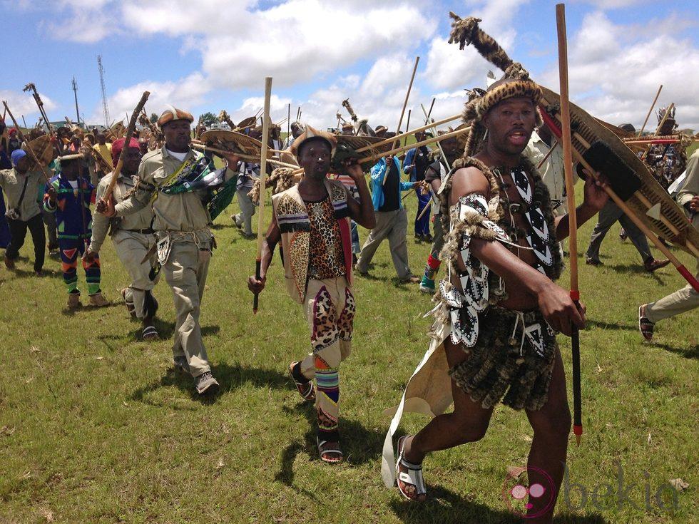 Guerreros zulú durante el funeral de Nelson Mandela en Qunu