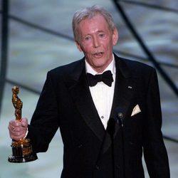 Peter O'Toole con su Oscar honorífico en 2003