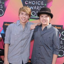 Cole Sprouse y Dylan Sprouse en los Nickelodeon Kids Choice Awards