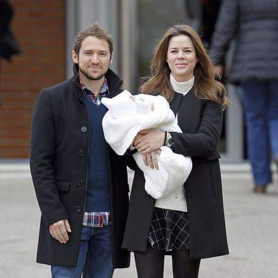 Manuel Martos y Amelia Bono presentan a su hijo Gonzalo