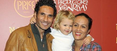 Óscar Higares y su mujer Sandra Álvarez en el estreno del espectáculo 'Navidad en el circo Price'