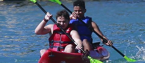 Prince Jackson junto a un amigo en Hawai