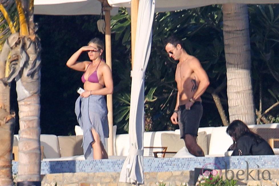 Jennifer Aniston, Justin Theroux y Courteney Cox en Los Cabos, México