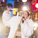 Miley Cyrus durante su actuación en fin de año desde Times Square