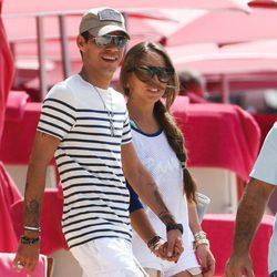 Marc Anthony y Chloe Green pasean cogidos de la mano por Barbados