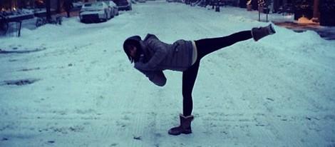 Hilaria Thomas presume de flequillo sobre la nieve