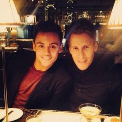 Tom Daley y Dustin Lance Black cenando en Londres
