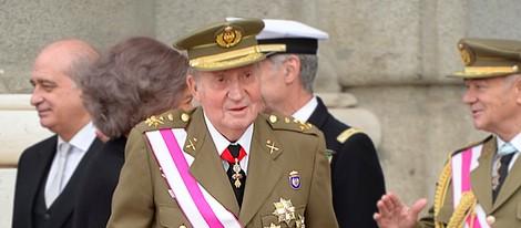 El Rey Juan Carlos con muletas en la Pascua Militar 2014