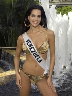 Mónica Spears representando a Venezuela en el concurso de Miss Universo