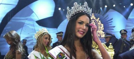 Mónica Spears tras ser coronada Miss Venezuela 2004
