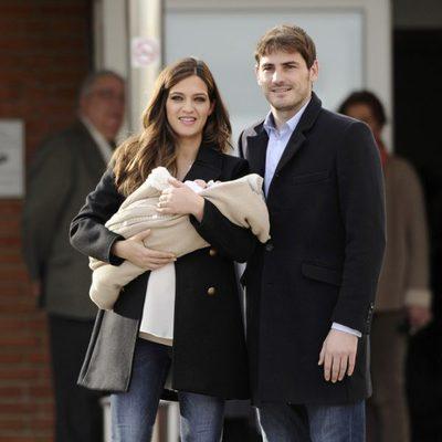 Iker Casillas y Sara Carbonero presentan a su hijo Martín
