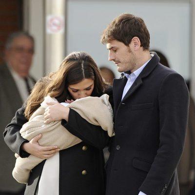 Iker Casillas y Sara Carbonero con su hijo Martín