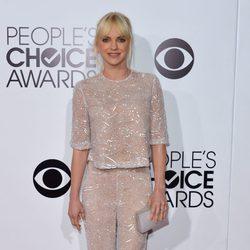 Anna Faris en la alfombra roja de los People's Choice Awards 2014