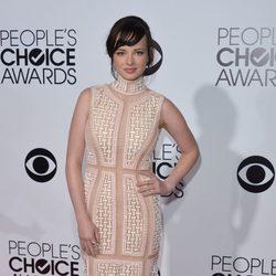 Ashley Rickards en la alfombra roja de los People's Choice Awards 2014