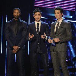 Michael B. Jordan, Zac Efron y Miles Teller en la gala de los People's Choice Awards 2014