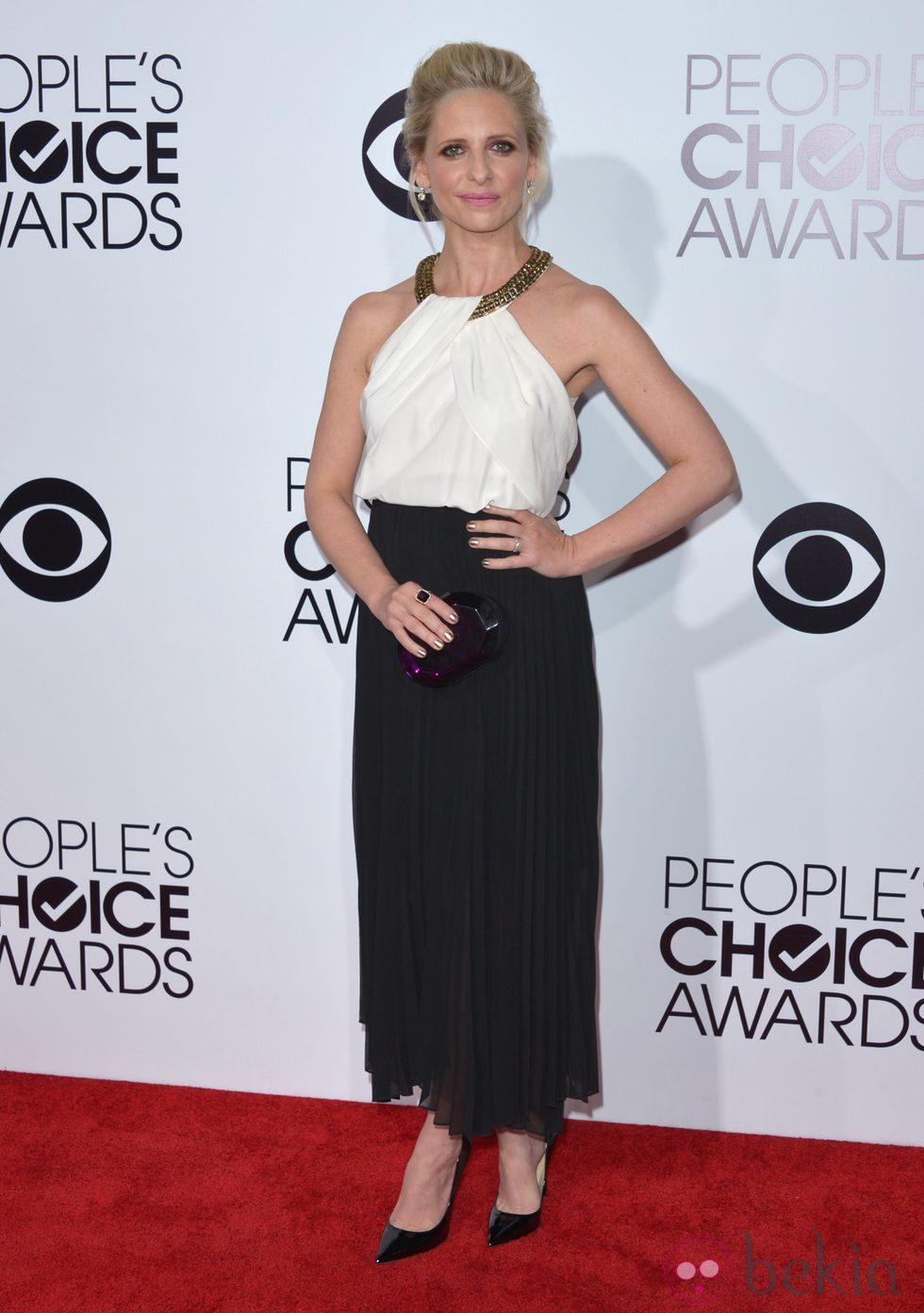 Sarah Michelle Gellar en la alfombra roja de los People's Choice Awards 2014