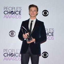 Chris Colfer en la alfombra roja de los People's Choice Awards 2014