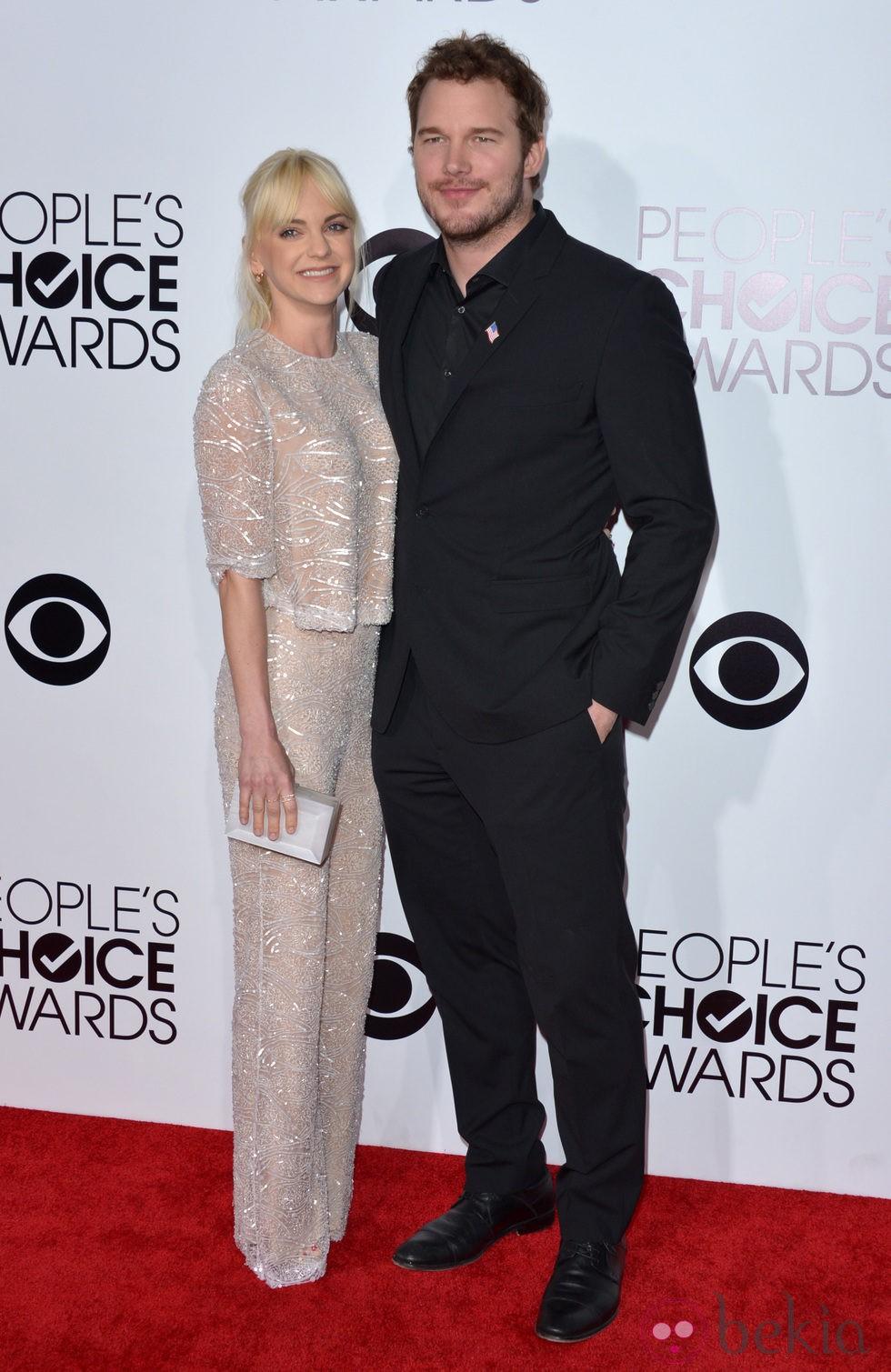Anna Faris y Chris Pratt en la alfombra roja de los People's Choice Awards 2014