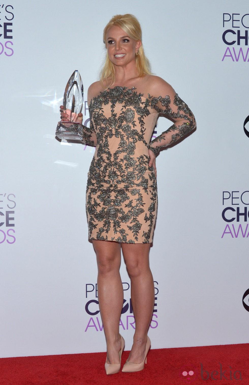 Britney Spears en la alfombra roja de los People's Choice Awards 2014