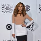 Naya Rivera en la alfombra roja de los People's Choice Awards 2014