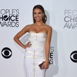 Jessica Alba en la alfombra roja de los People's Choice Awards 2014