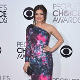 Lucy Hale en la alfombra roja de los People's Choice Awards 2014