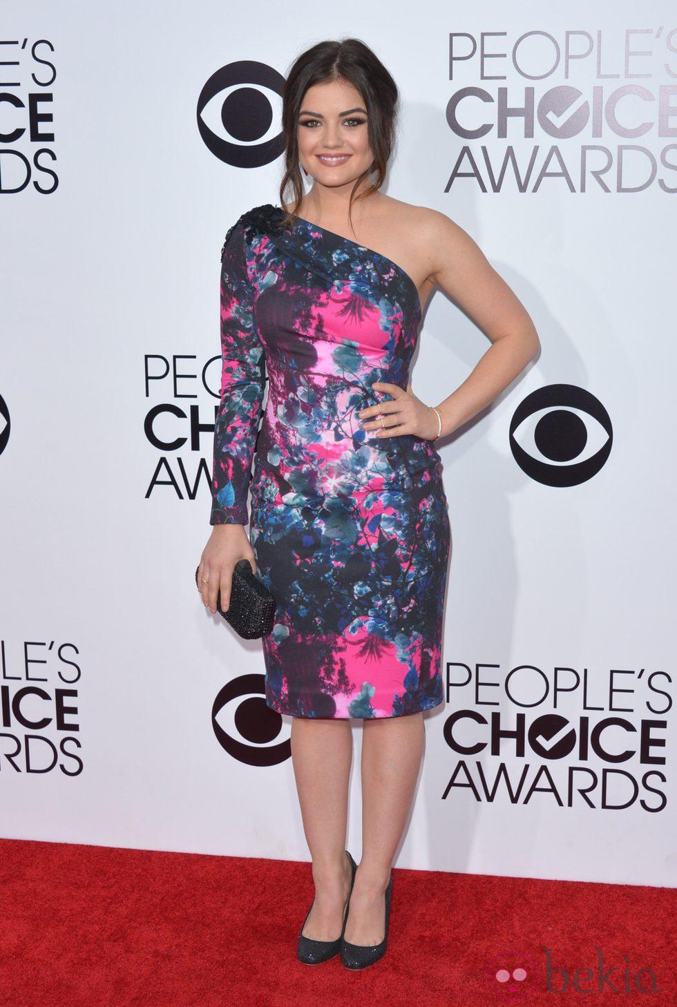 Lucy Hale en la alfombra roja de los People's Choice Awards 2014