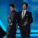 Ian Somerhalder y Nina Dobrev en los People's Choice Awards 2014