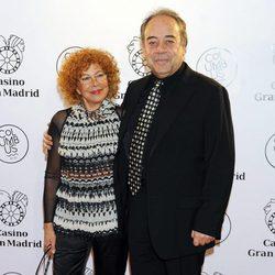 Tito Valverde y María Jesús Sirvent en la inauguración de un casino en Madrid
