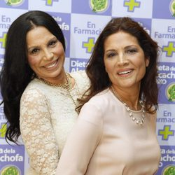 Unas bien avenidas Toñi y Encarna Salazar en la presentación de la dieta de la alcachofa