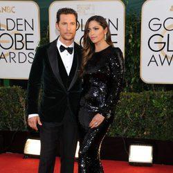 Matthew McConaughey y Camila Alves en la alfombra roja de los Globos de Oro 2014