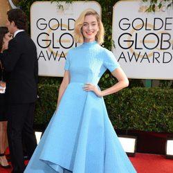 Caitlin Fitzgerald en la alfombra roja de los Globos de Oro 2014
