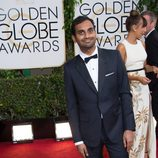 Aziz Ansari en la alfombra roja de los Globos de Oro 2014