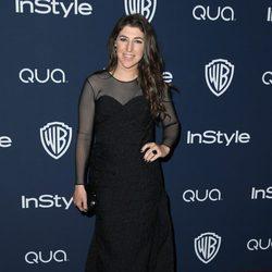 Mayim Bialik en la fiesta Warner Bros. tras la entrega de los Globos de Oro 2014