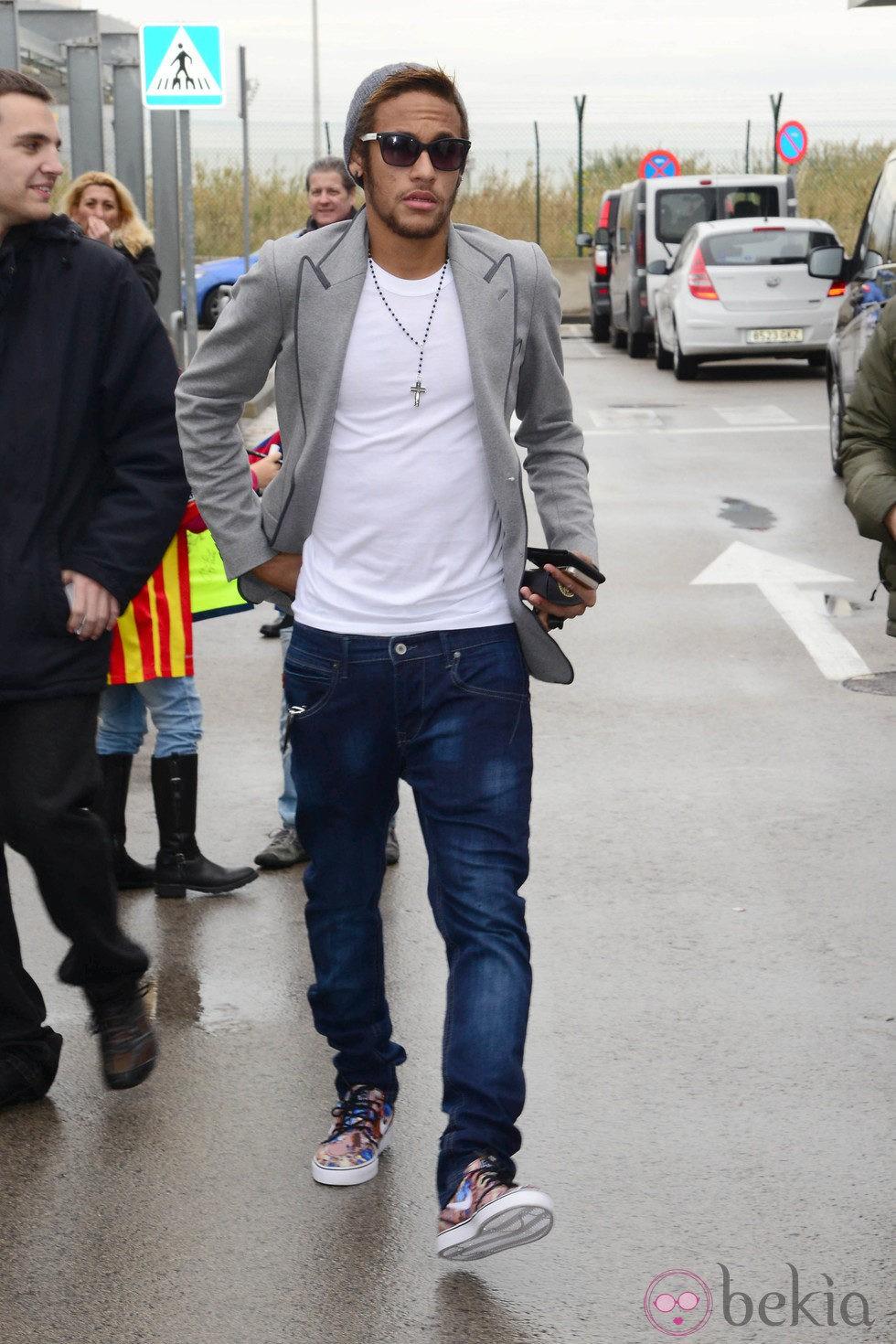 Neymar antes de viajar a Zurich para la gala del Balón de Oro 2013