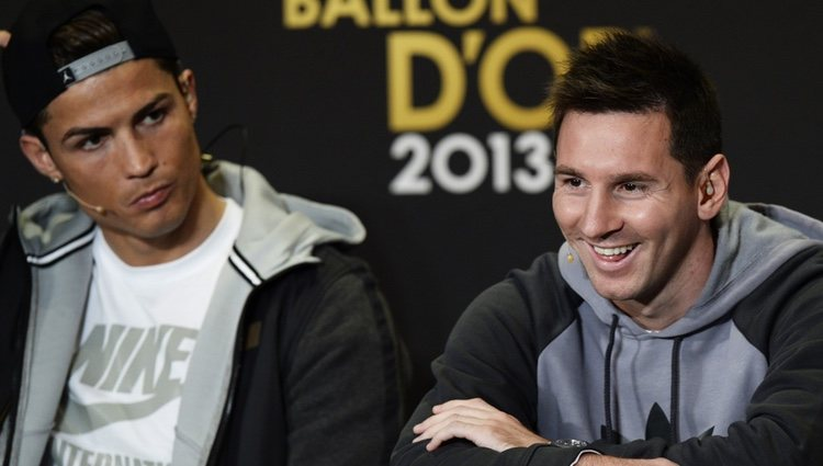 Cristiano Ronaldo y Leo Messi en la rueda de prensa previa al Balón de Oro 2013