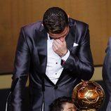 Cristiano Ronaldo, muy emocionado tras recibir el Balón de Oro 2013