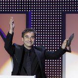 Eduard Fernández dedica su galardón a su representante en los Premios José María Forqué 2014