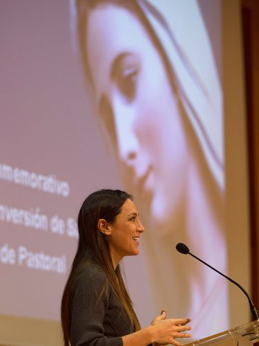 Tamara Falcó durante un simposio en la Universidad San Pablo CEU