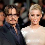 Johnny Depp y Amber Heard en el estreno de 'Los diarios del ron' en Londres