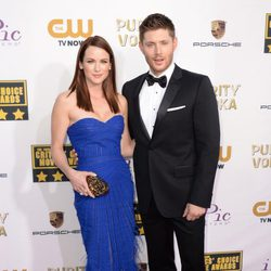 Jensen Ackles y Danneel Harris en la alfombra roja de los Critics' Choice Movie Awards 2014