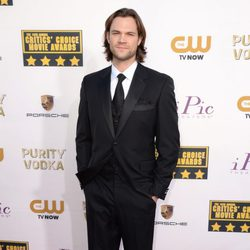 Jared Padalecki en la alfombra roja de los Critics' Choice Movie Awards 2014