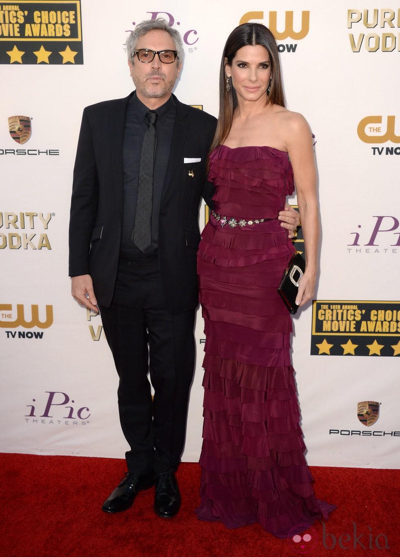 Alfonso Cuarón y Sandra Bullock en la alfombra roja de los Critics' Choice Movie Awards 2014