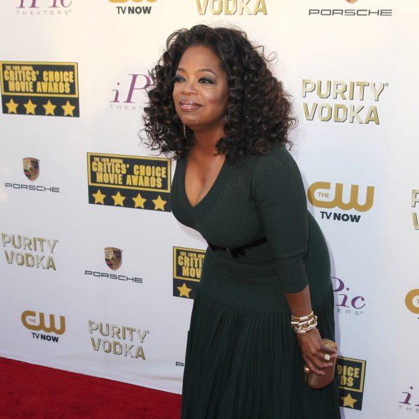 oprah winfrey en la alfombra roja de los critics choice