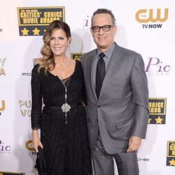 Tom Hanks y Rita Wilson en la alfombra roja de los Critics' Choice Movie Awards 2014