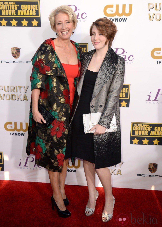 Emma Thompson y su hija en la alfombra roja de los Critics' Choice Movie Awards 2014