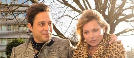 Kate Moss con su marido Jamie Hince el día de su 40 cumpleaños
