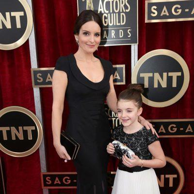 Tina Fey y su hija en los Premios del Sindicato de Actores 2014
