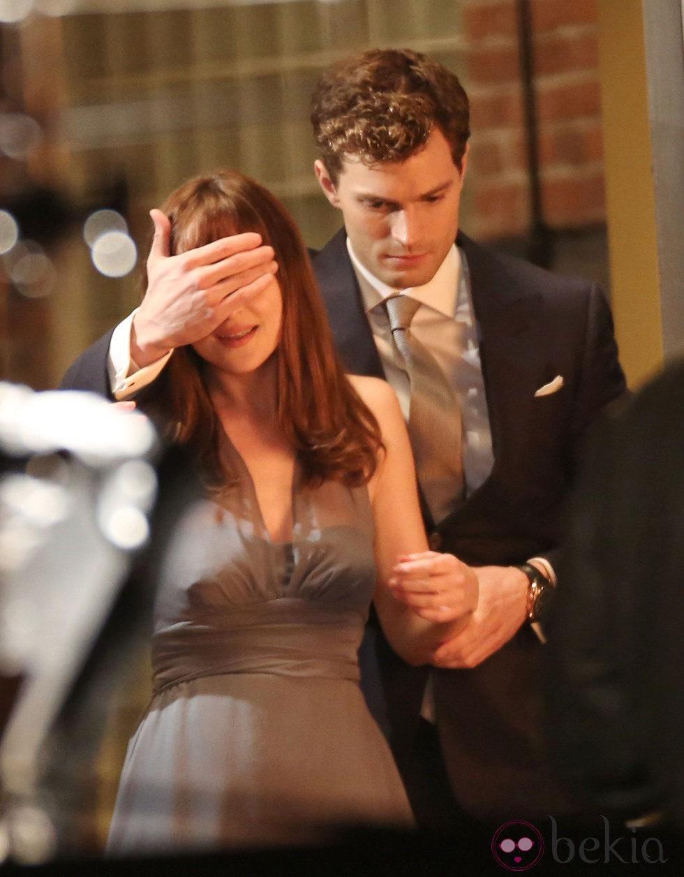 Dakota Johnson y Jamie Dornan en el rodaje de 'Cincuenta Sombras de Grey'