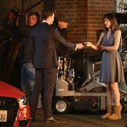 Christian Grey entrega a Anastasia las llaves de su nuevo coche